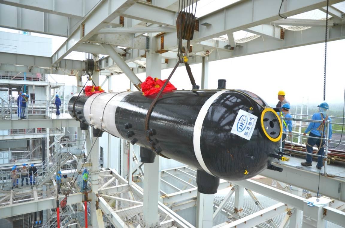 汽包吊装这一重要里程碑节点的完成,标志着锅炉主体钢结构安装完毕